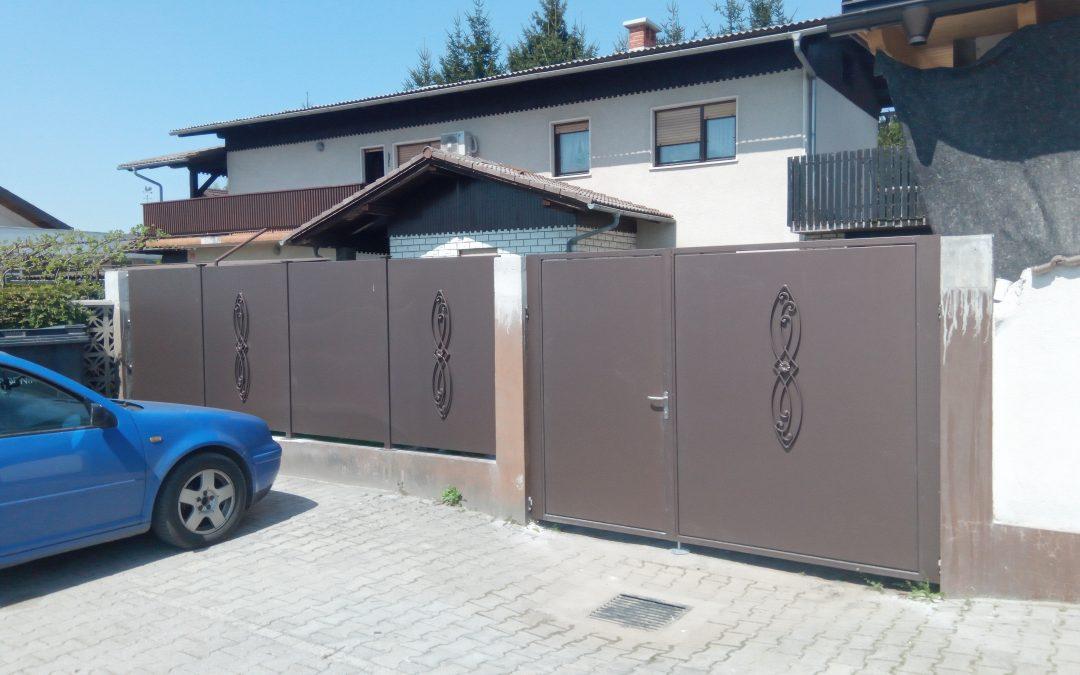 Montaža dvokrilnih vrat in ograjnih elementov